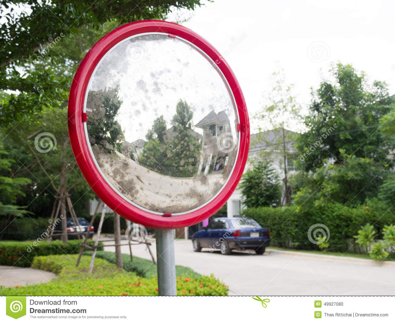Miroir Carrefour Miroirs Convexes Rouges Photo Stock Image Du Playground 49927080
