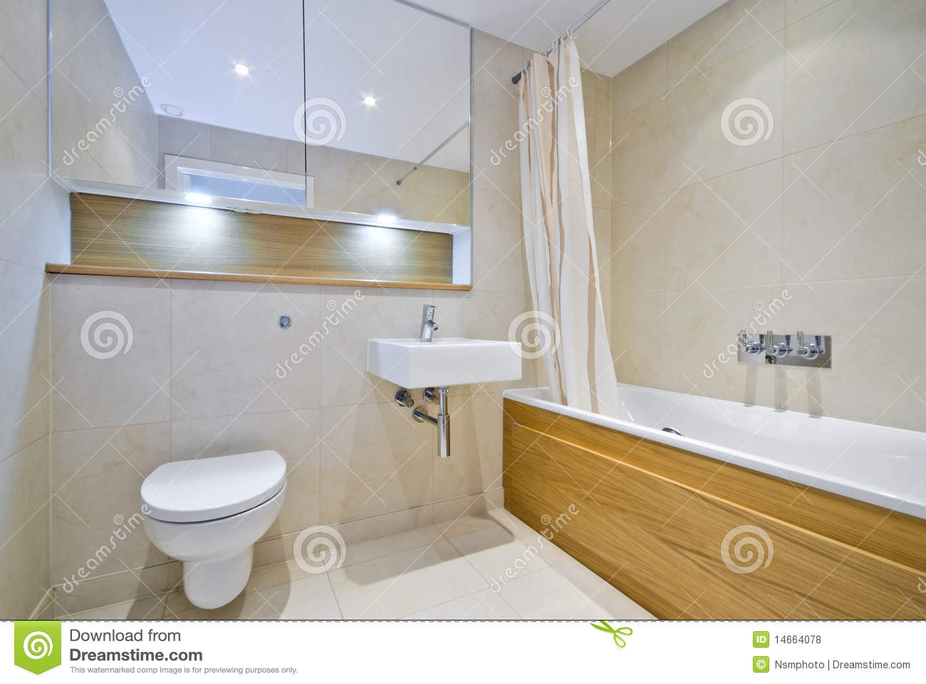 Normales Badezimmer Modern Bathroom With Large Bath Tub In Beige Stock Photo