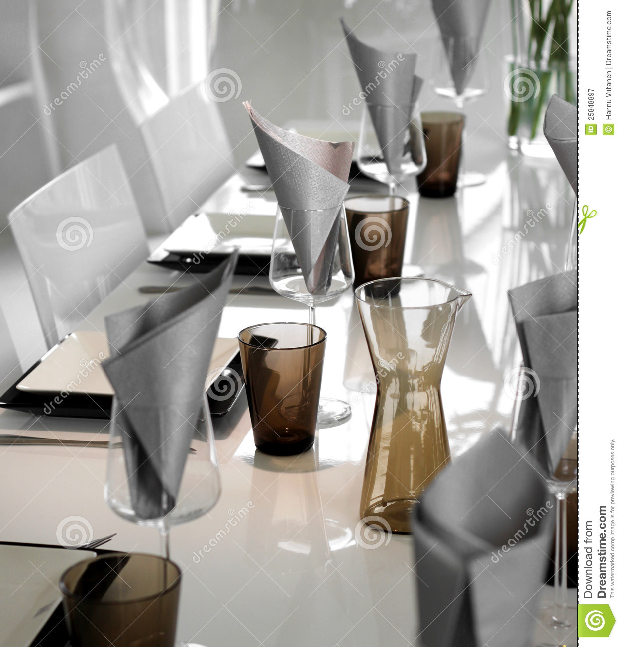 Modern Table Setting Modern Dining Table Setting Royalty Free Stock Photography