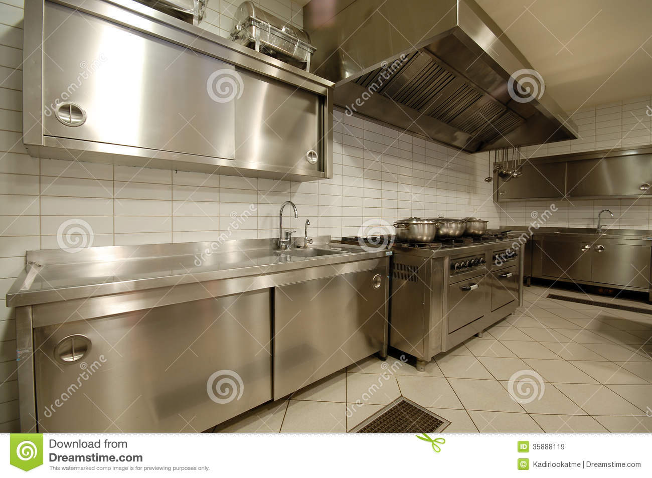 Modern Kitchen In Restaurant Royalty Free Stock Images