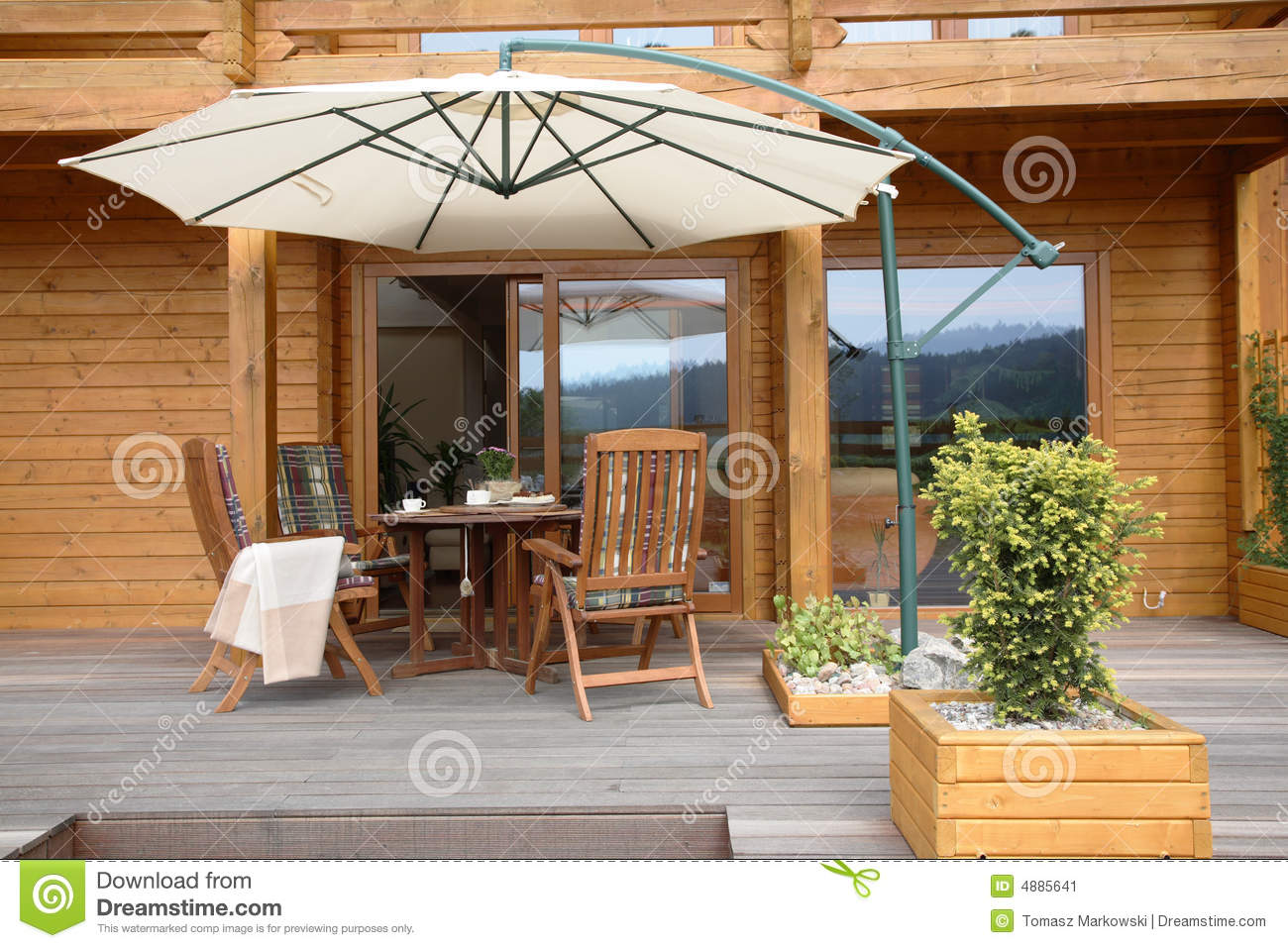 Patio In Legno Modern Wooden Patio Stock Image Image Of Building Planter 4885641