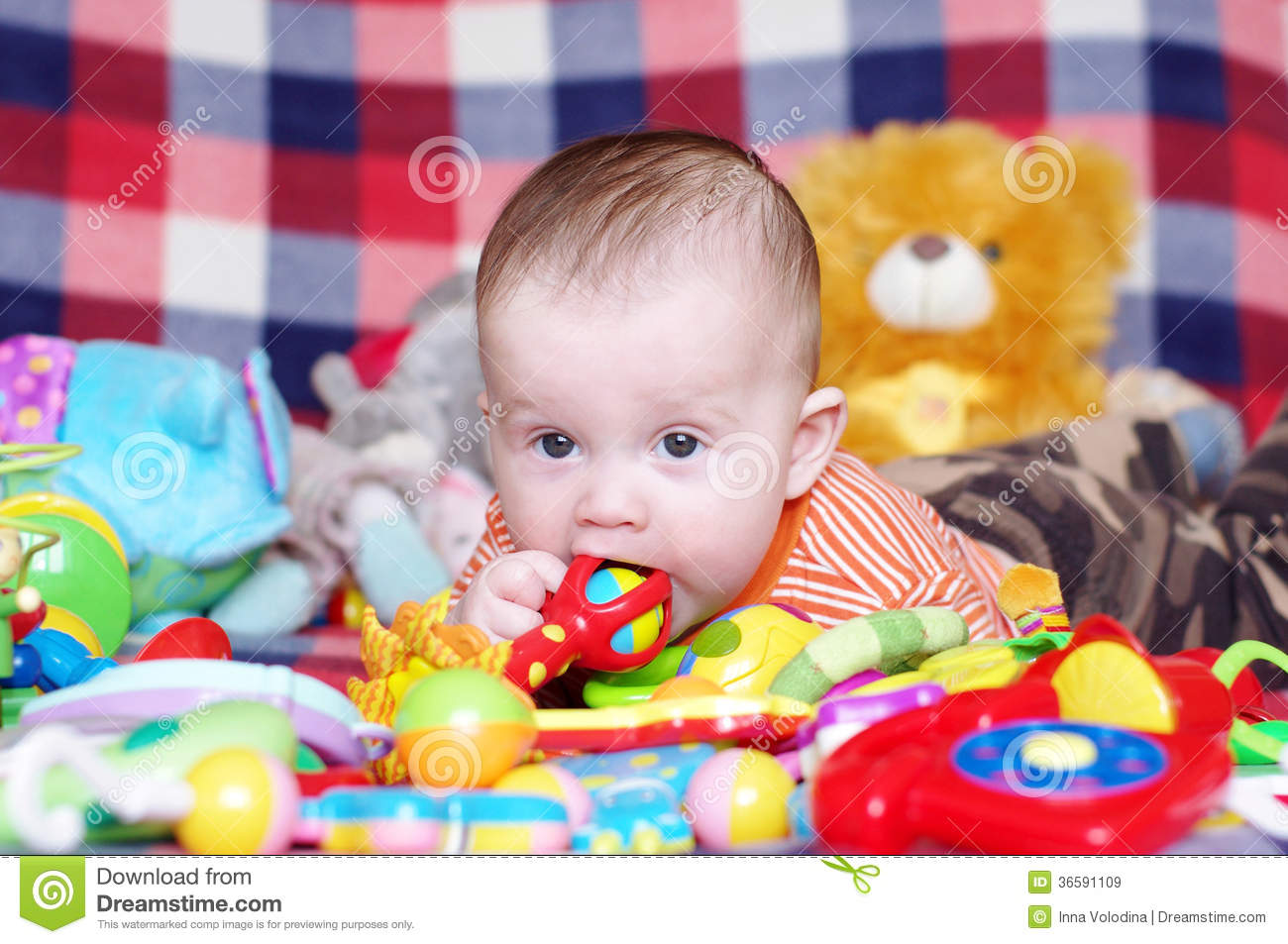 Juguetes Para 6 Meses 5 Months Baby With Toys Royalty Free Stock Images Image