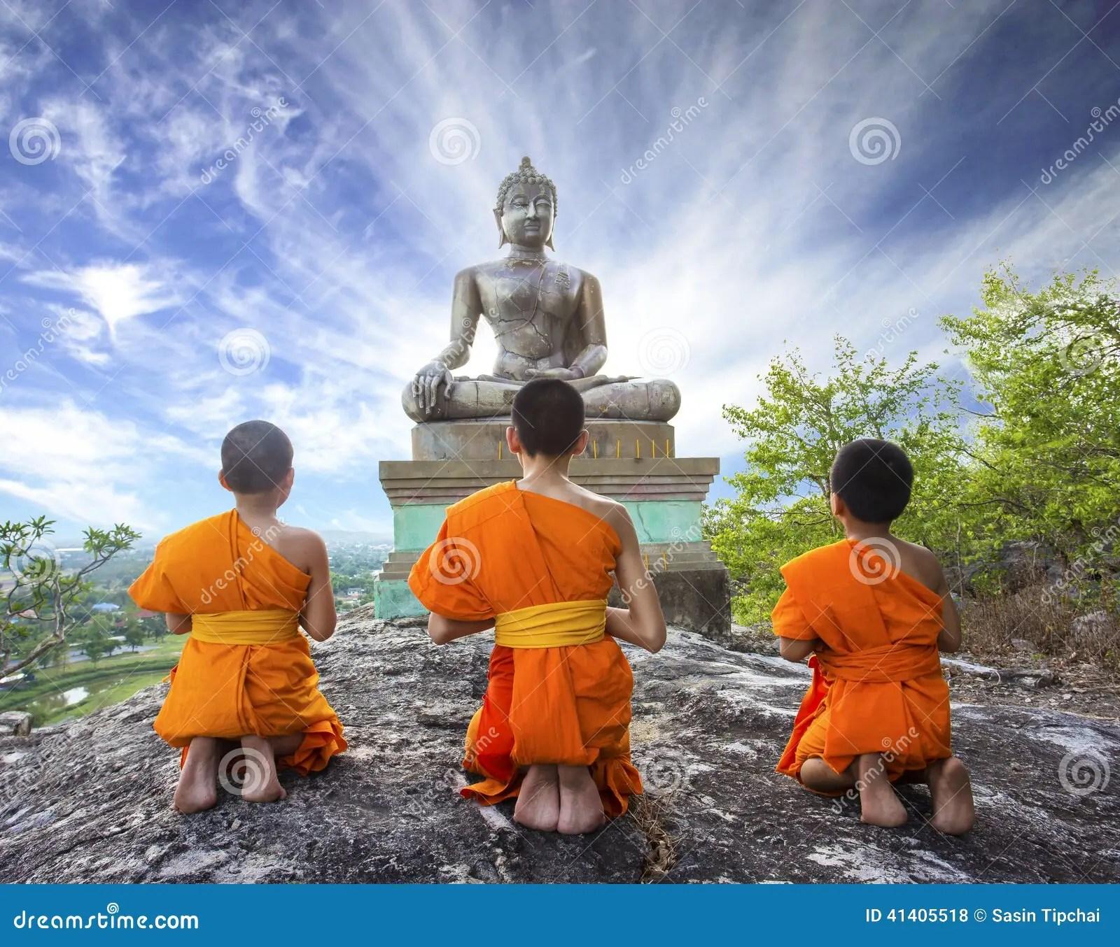 Wesak Wallpaper Hd Novice Monk Praying To The Buddha In Phrabuddhachay Temple