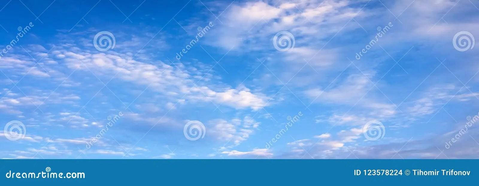 Nubes En Fondo Del Cielo Azul Foto de archivo - Imagen de brillante - fondo nubes