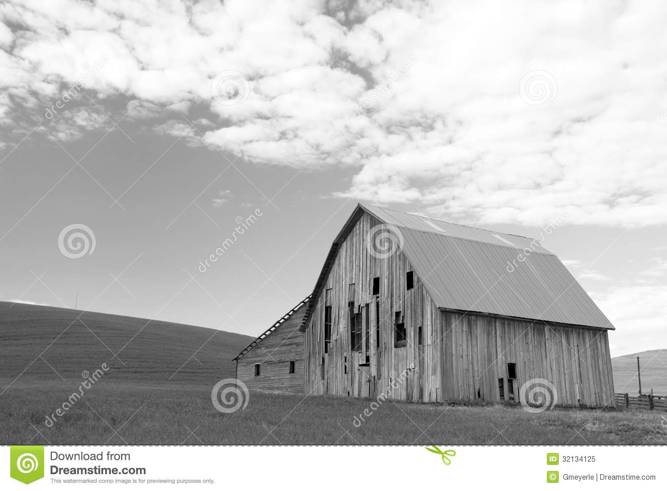 Old Barn In Black And White Stock Image Image Of Weathered White 32134125