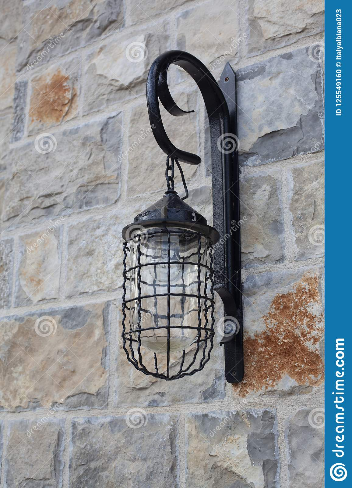 Alte Wandlampen Old Wall Lamp At Stone Wall Stock Photo - Image Of Lamp, Residence: 125549160