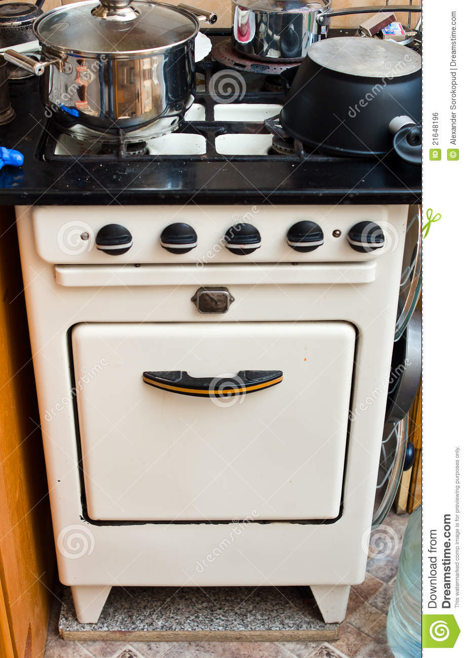 Cucina A Gas Vintage Old But Useful Gas Stove Stock Photo Image Of Utensil 21648196