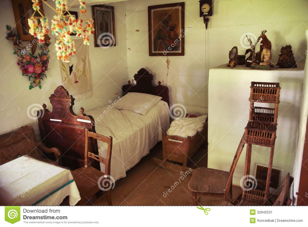 Rustikales Schlafzimmer An Old Wooden And Rustic Bedroom Stock Image Image 32942531