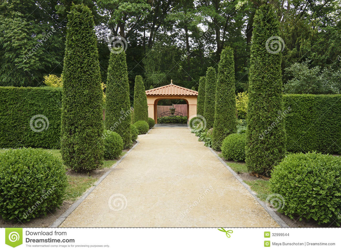 Path in italian formal garden stock images image 32999544