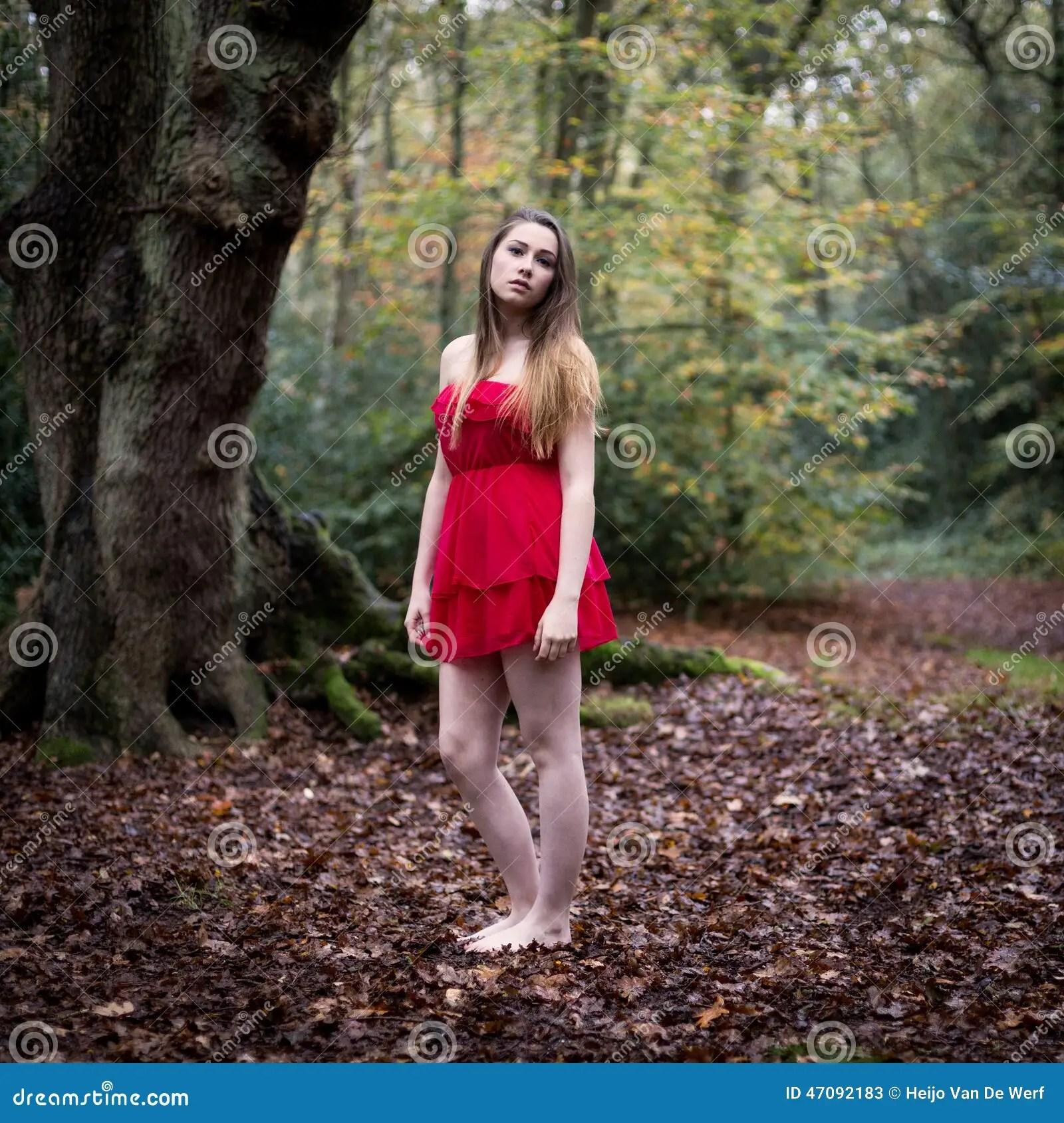 Cute Tween Wallpapers Portrait D Une Belle Adolescente Dans La Robe Courte Se