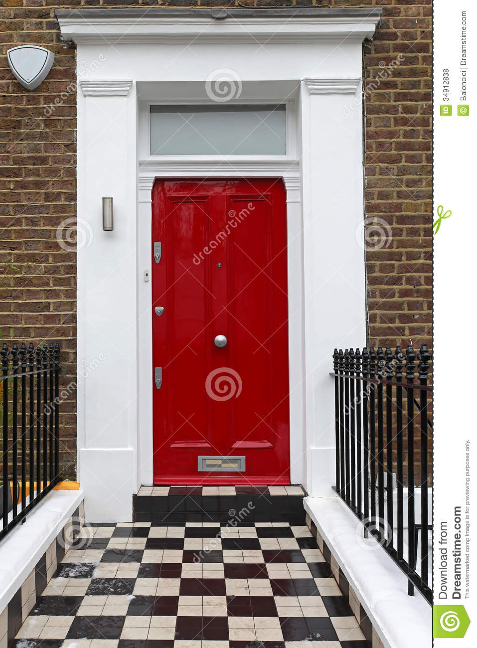 Red door royalty free stock photos image 34912838