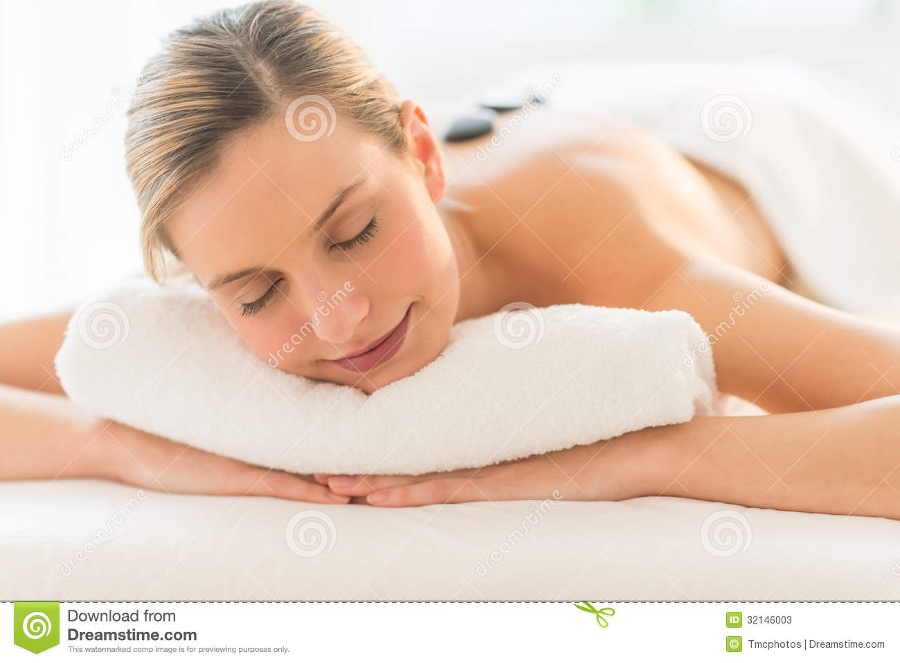 Salon Erotic Relaxed Woman Getting Hot Stone Therapy At Spa Stock