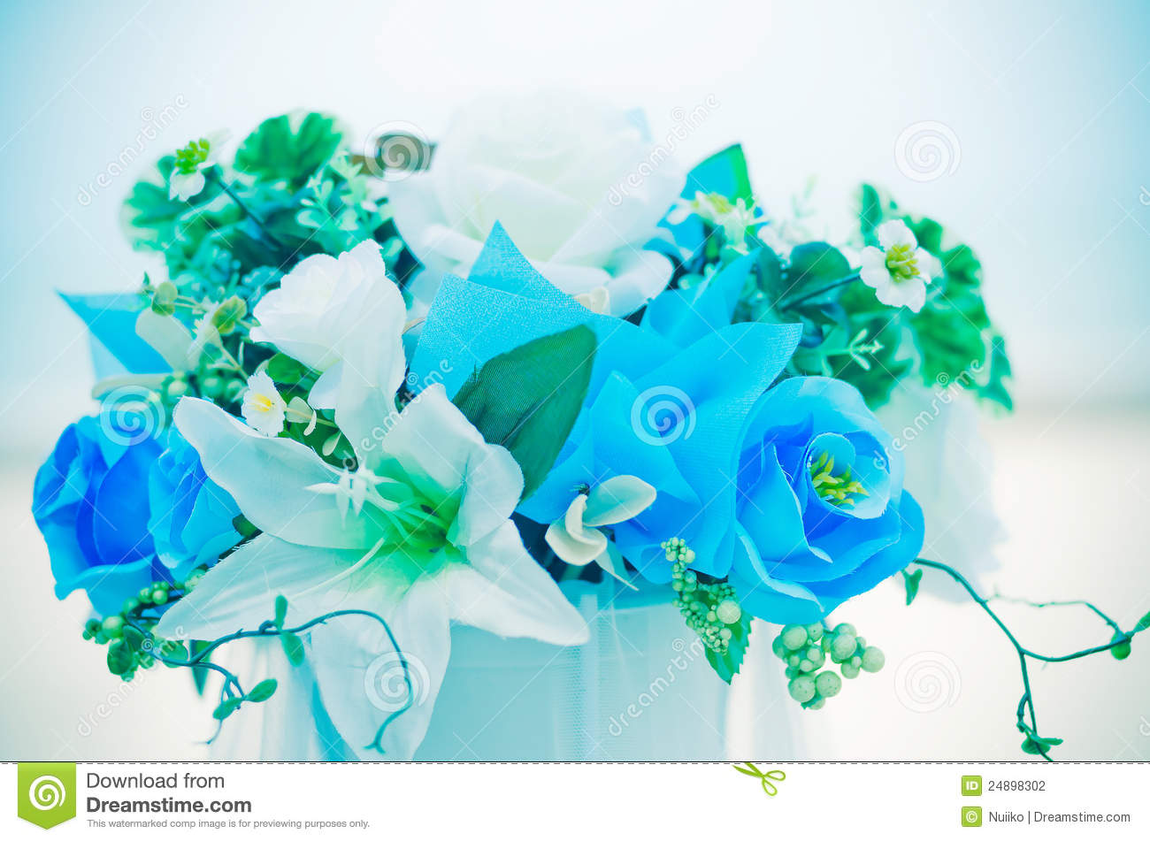 Pot Fleur Design Romantic Flowers Bouquet With Blue Sky Stock Photography