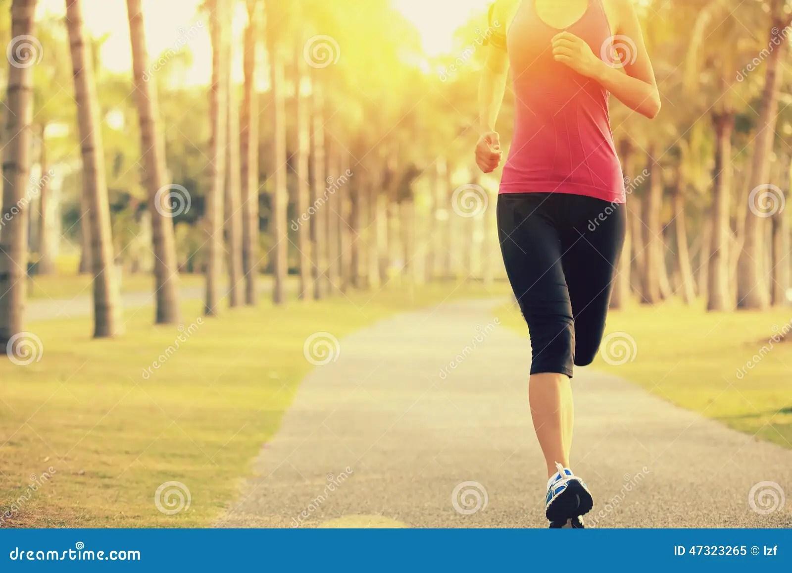 Gym 3d Wallpaper Runner Athlete Running At Tropical Park Woman Fitness