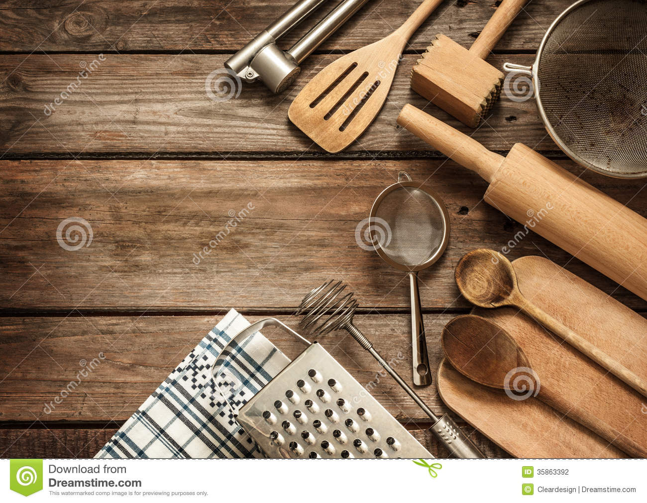 Arnesi Da Cucina Rural Kitchen Utensils On Vintage Planked Wood Table Stock