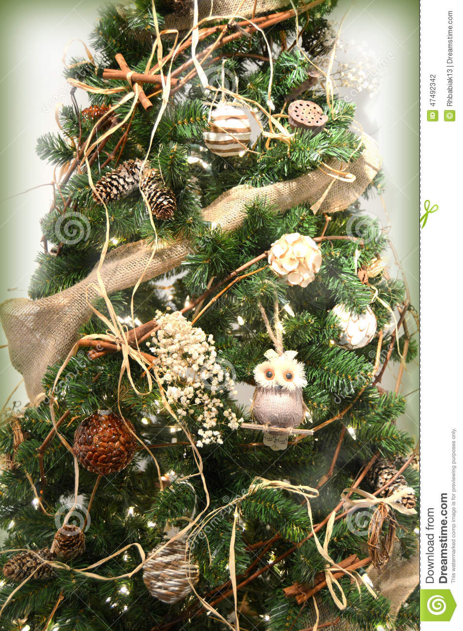 Guirnaldas Blancas Rustic Christmas Tree Stock Photo - Image: 47492342