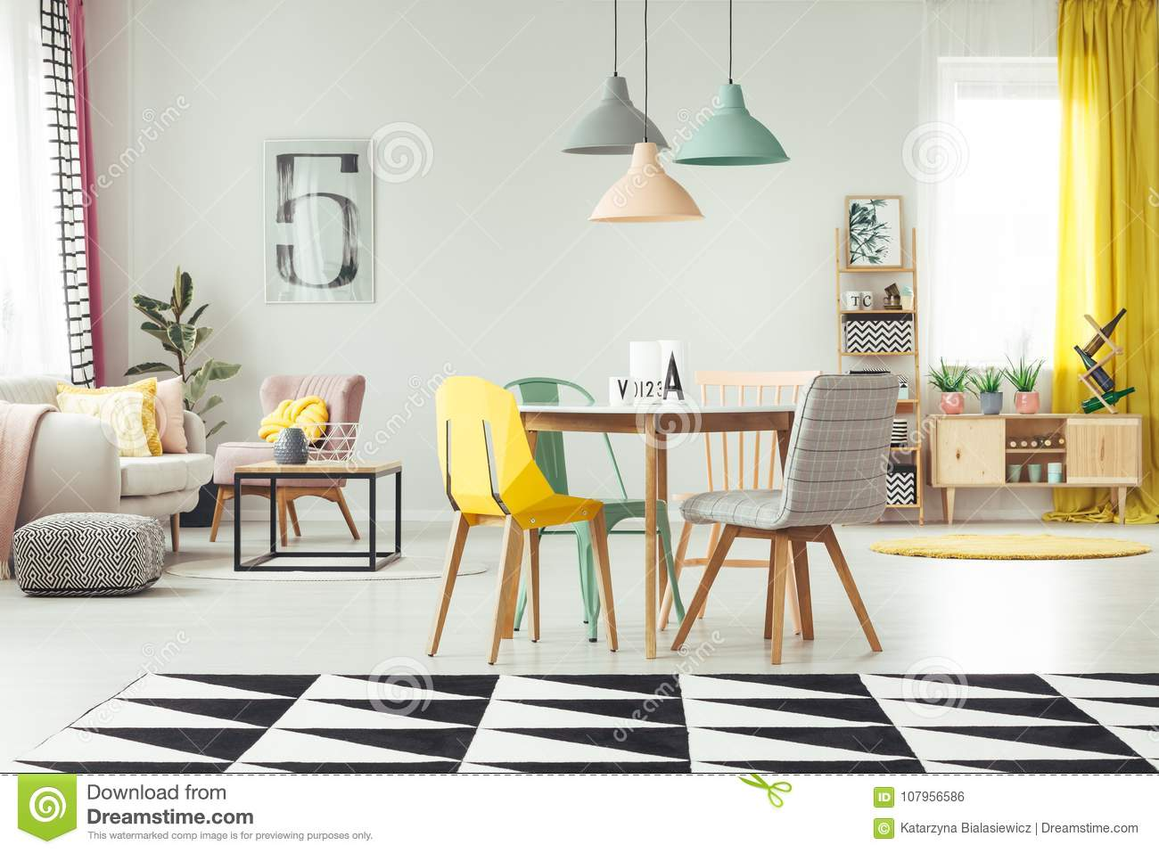 Tapis Salon Pastel Salon Confortable Jaune Photo Stock Image Du Tapis 107956586