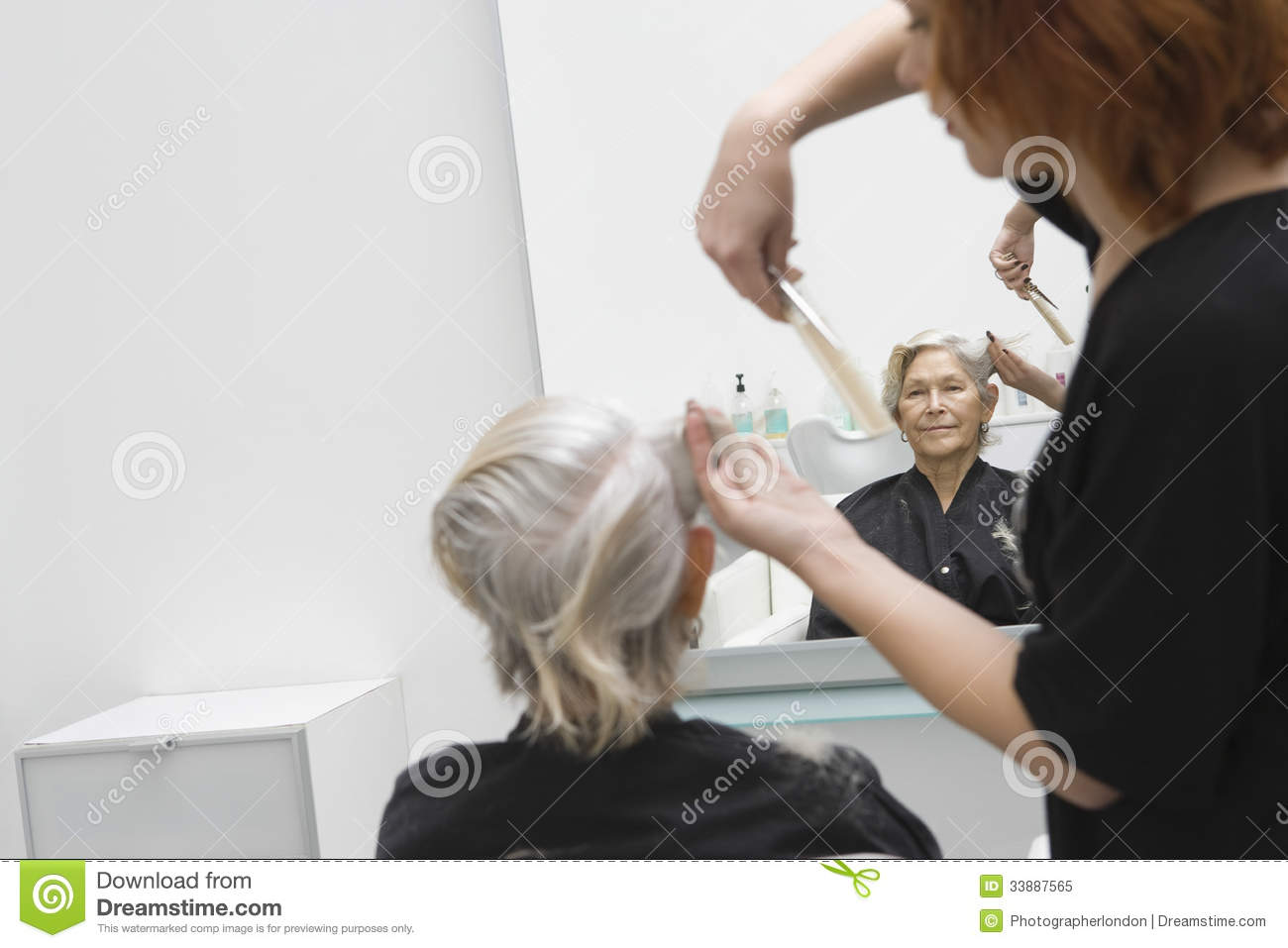 Salon Senior Senior Woman Getting Haircut In Salon Stock Image Image Of