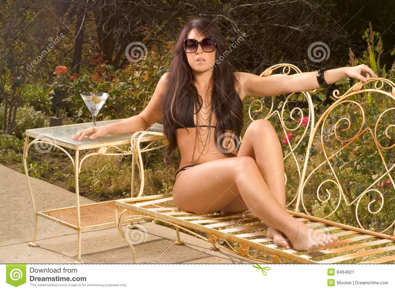 Foto Di Donne In Costume Da Bagno Woman In Black Swimsuit Sunbathing On Bench Stock Image