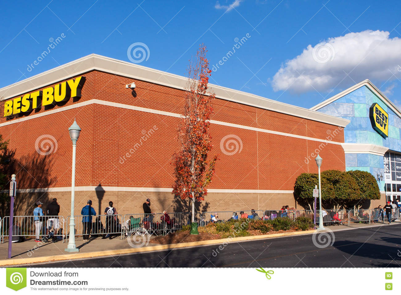 Black Friday 2016 Usa Shoppers Line Up At Best Buy Awaiting Black Friday Shopping