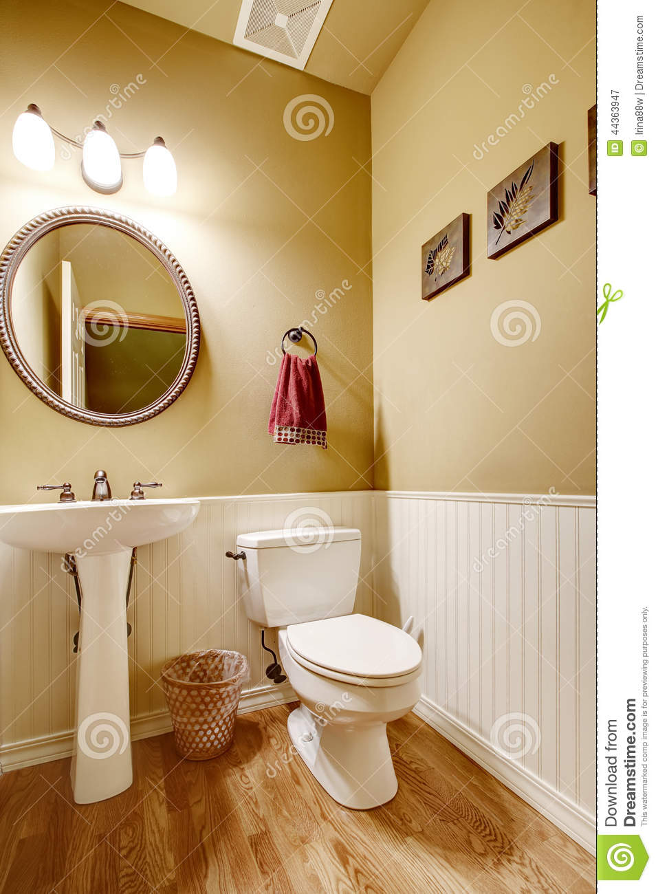 Small Bathroom With White Wall Trim Stock Image Image Of Mirror Real 44363947
