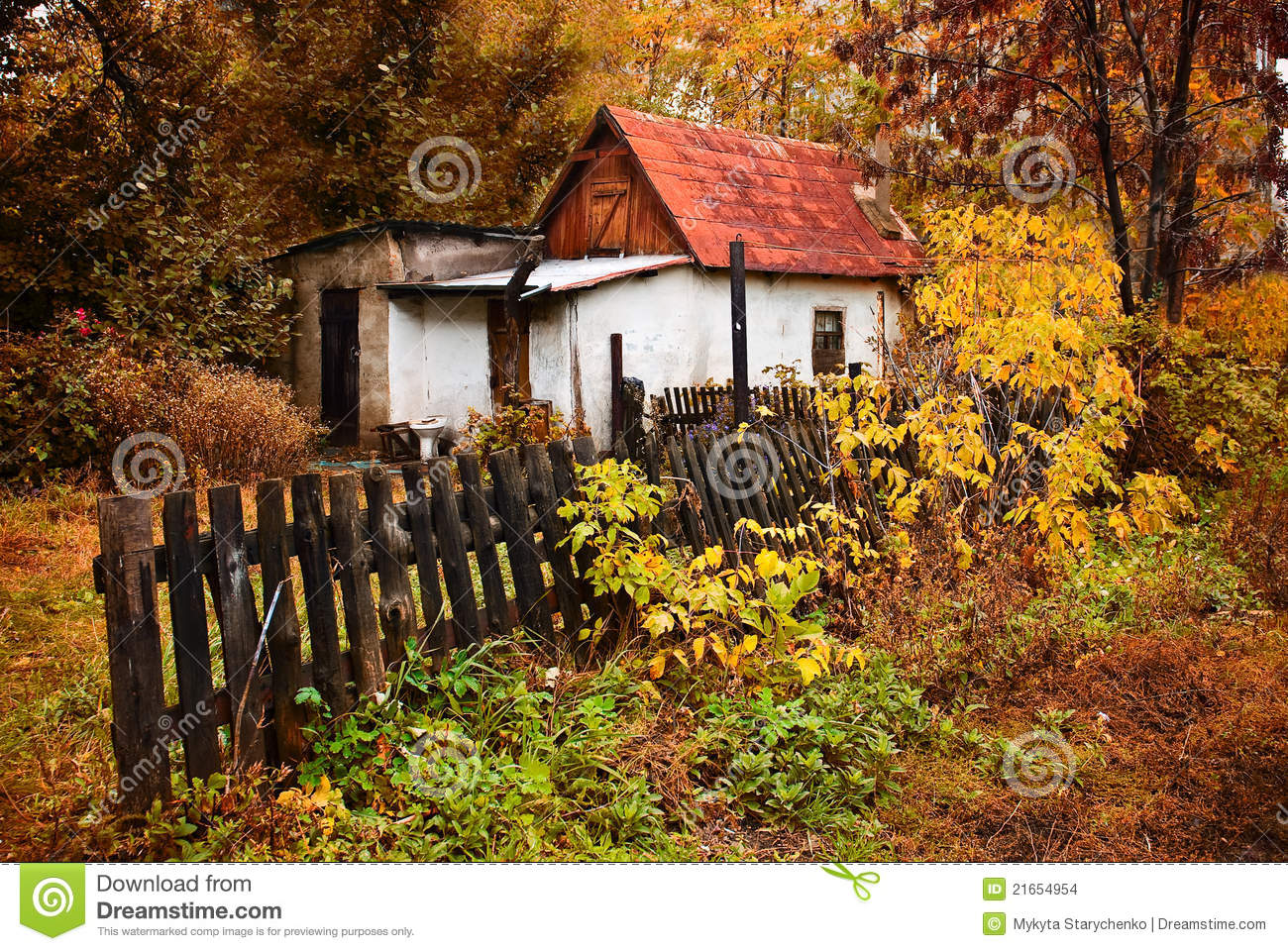 Fall Wallpaper Themes Small House In The Autumn Forest In The Village Stock