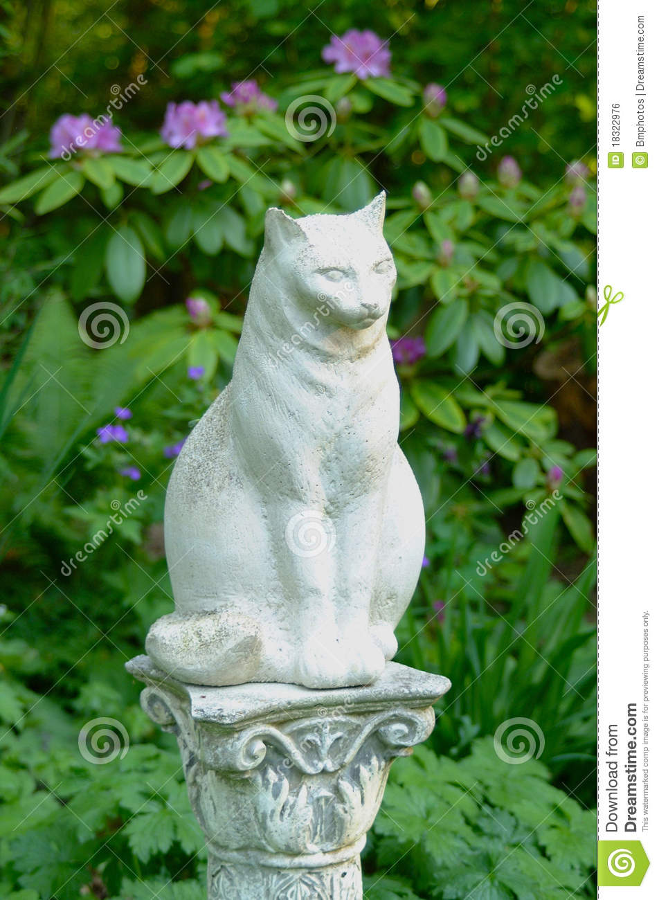 Statue Exterieur Jardin Statue En Pierre D'un Chat Photo Stock. Image Du Pourpré