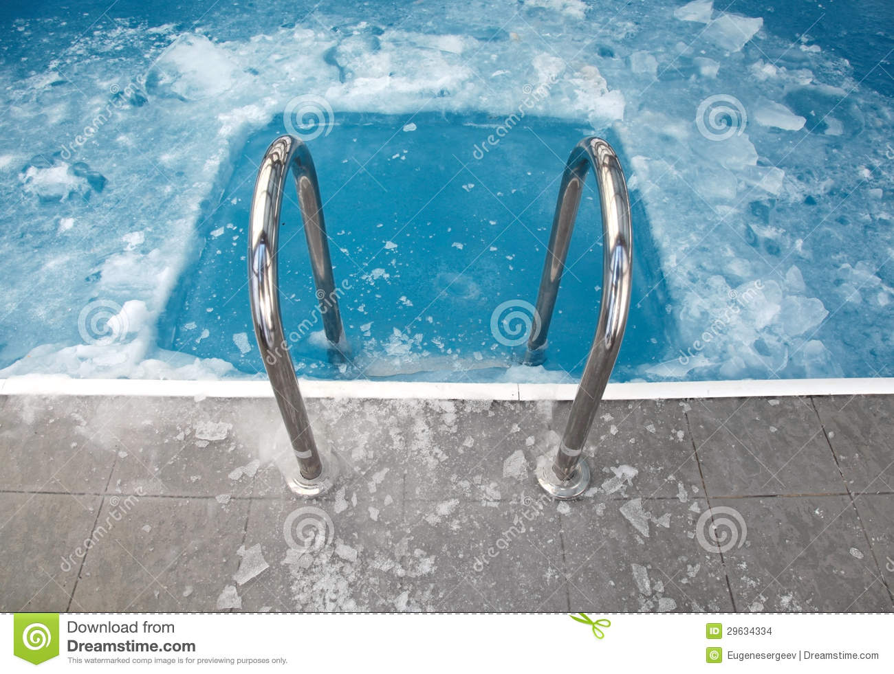 Gfk Pool Winterfest Machen Steps In The Frozen Blue Swimming Pool Stock Images