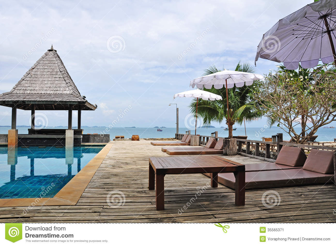 Zwembad Bed Swimming Pool And Pool Bed With Sea View Background Stock