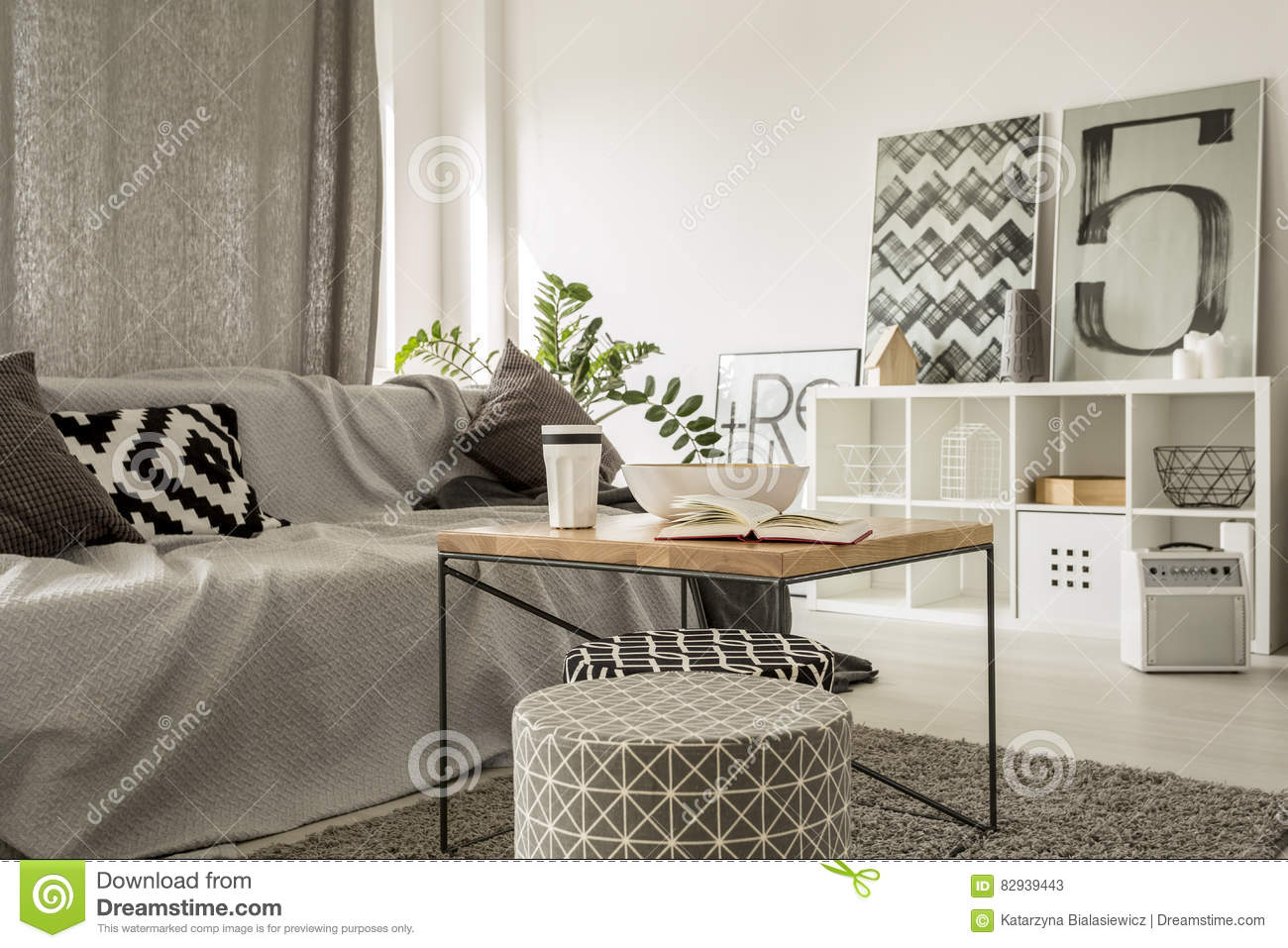 Table Basse Salon Moderne Table Basse En Bois Dans Le Salon Moderne Image Stock Image Du