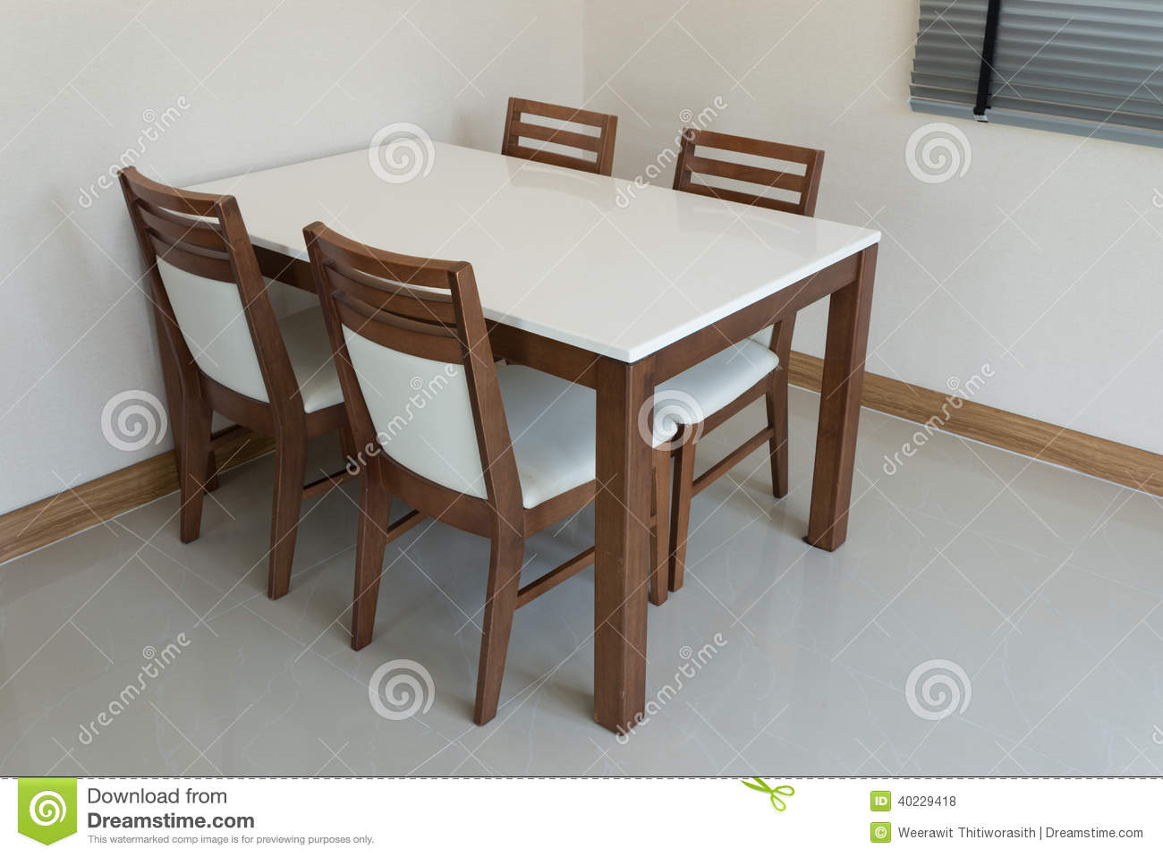 Table Cuisine 4 Personnes Table De Salle à Manger En Bois Photo Stock Image 40229418