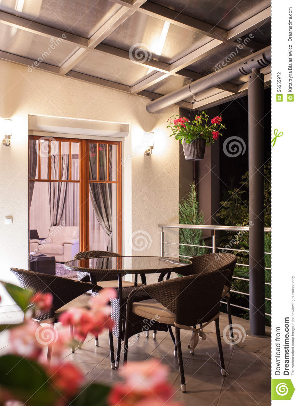 Table Ronde Balcon Table Ronde Sur Le Balcon Romantique Photo Stock Image Du