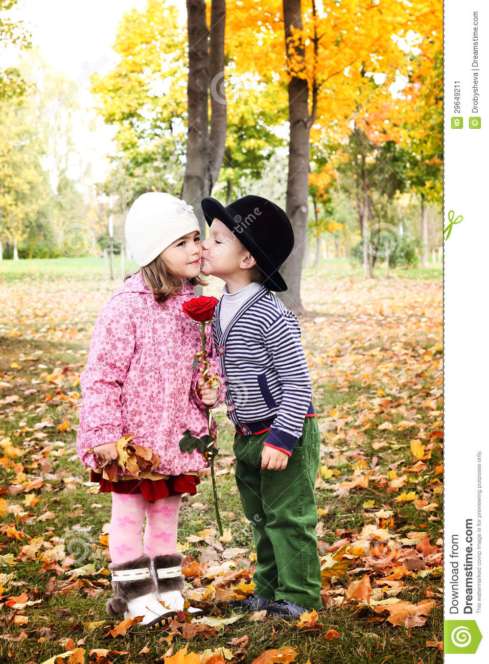Cute Girl And Boy Hug Wallpaper Two Little Cute Kids Dating With Hand Lifts Onto Shoulder