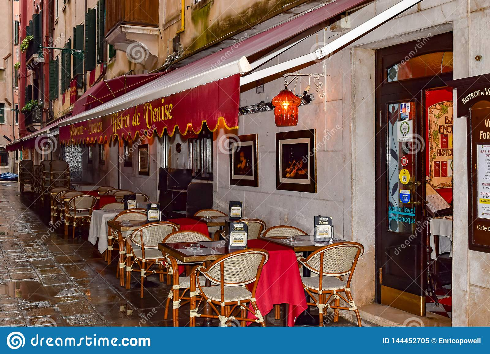 Italian Bistro Bistrot De Venise Traditional Romantic Outdoor Dining Italian