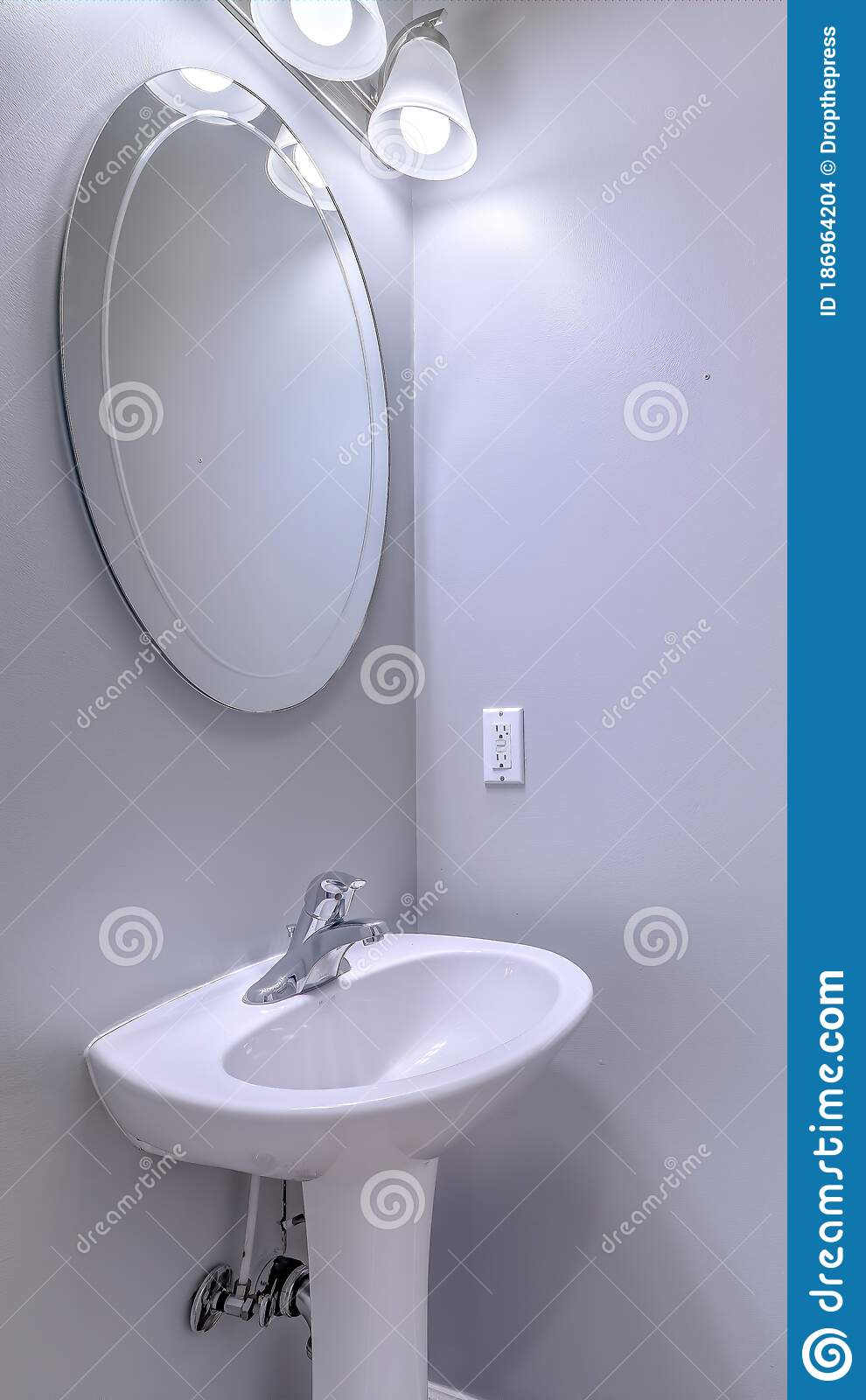 436 Oval Mirror Bathroom Photos Free Royalty Free Stock Photos From Dreamstime