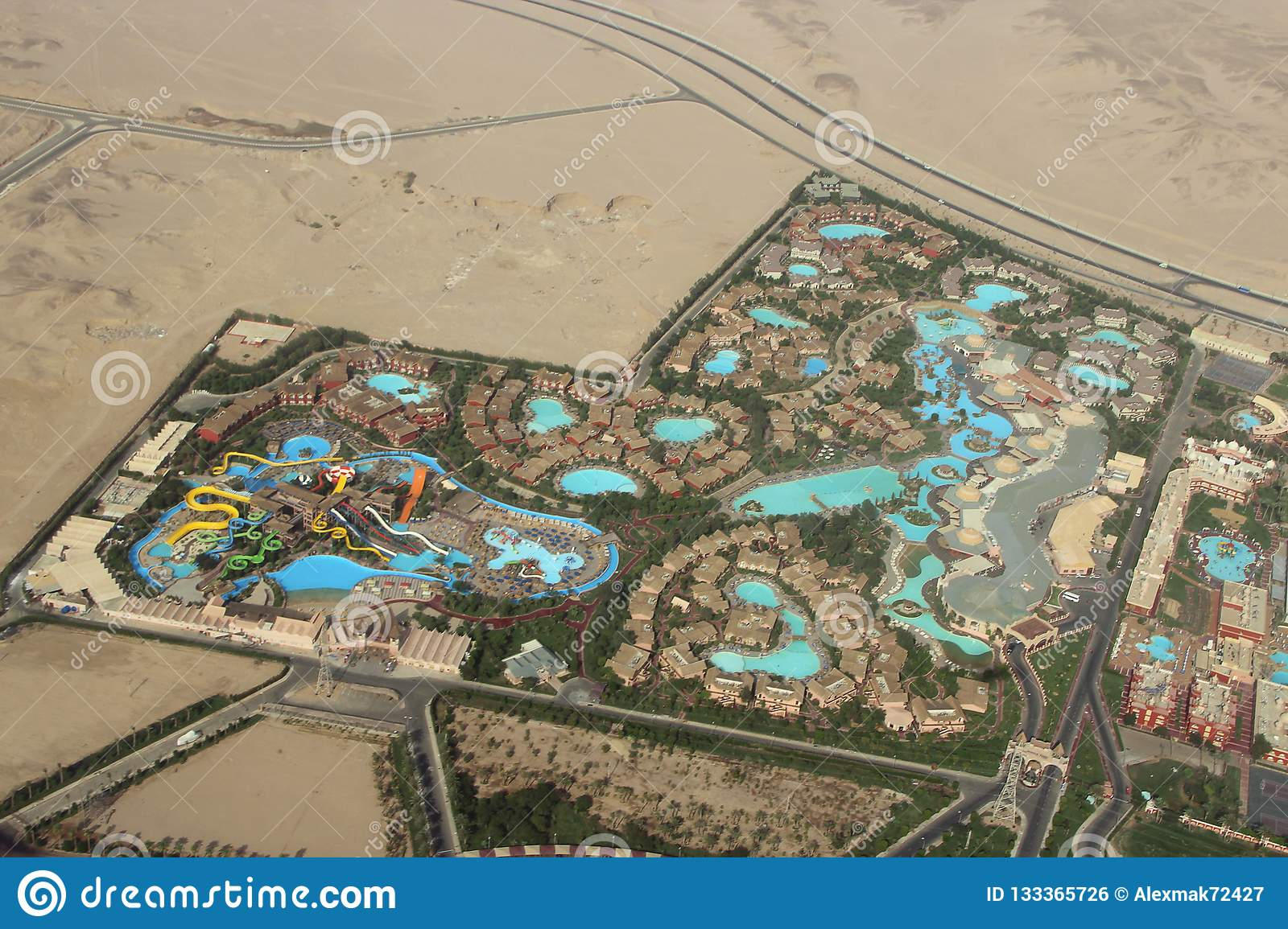 Pool Abdeckplane Löst Sich Auf View Of Egyptian Resorts With Swimming Pools From Plane Tropical