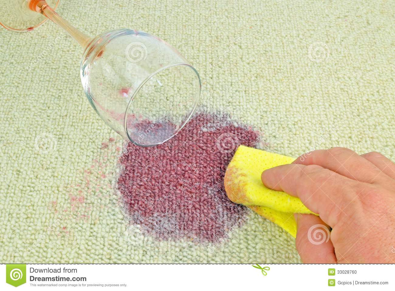 Vin Rouge Sur Tapis Vin Rouge Sur Un Tapis Photo Stock Image Du Main Glace 33028760