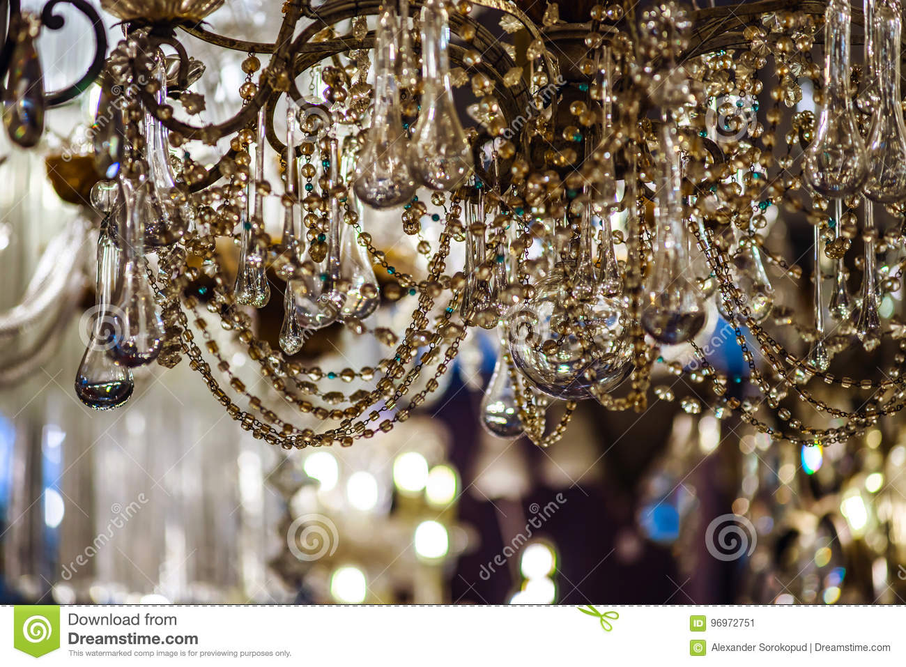 Lüster Vintage Crystal Luster In Antique Shop Stock Image Image Of