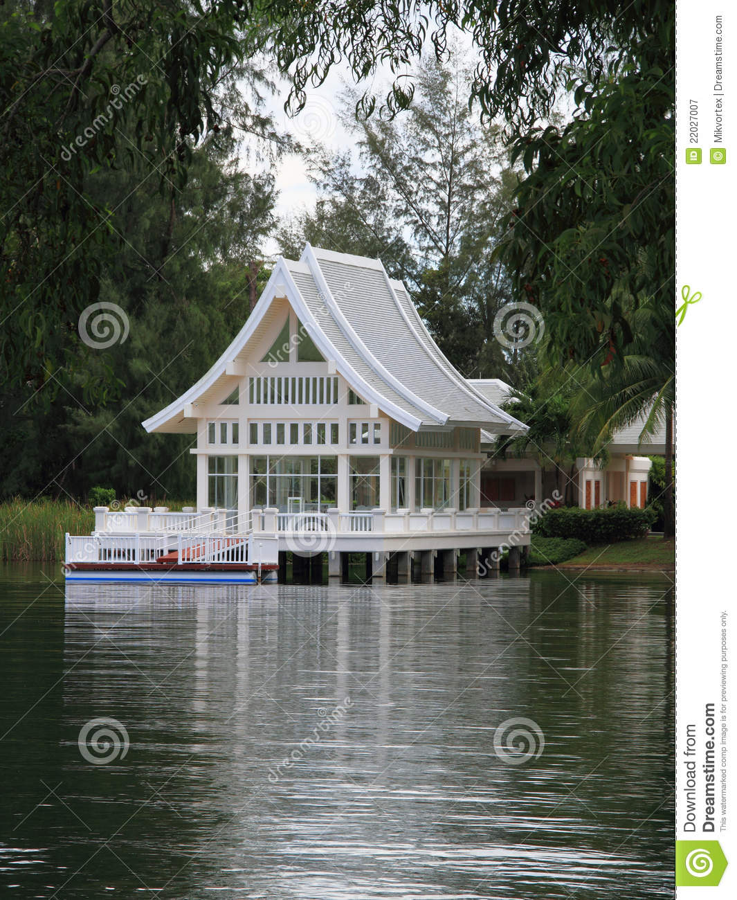 Weite Hose Sommer White Summer House Stock Image. Image Of Grass, Beautiful