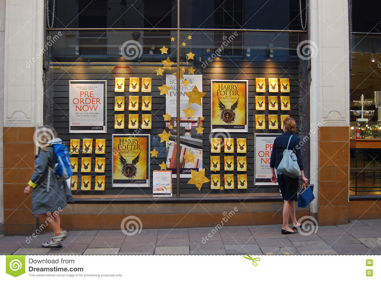 Harry Potter Display Book Store Window Displays Pictures To Pin On Pinterest