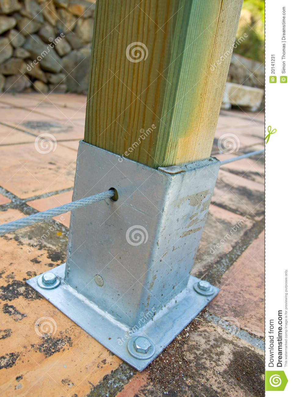 Cale Pour Terrasse Bois Wooden Post With Metal Support Stock Image - Image Of