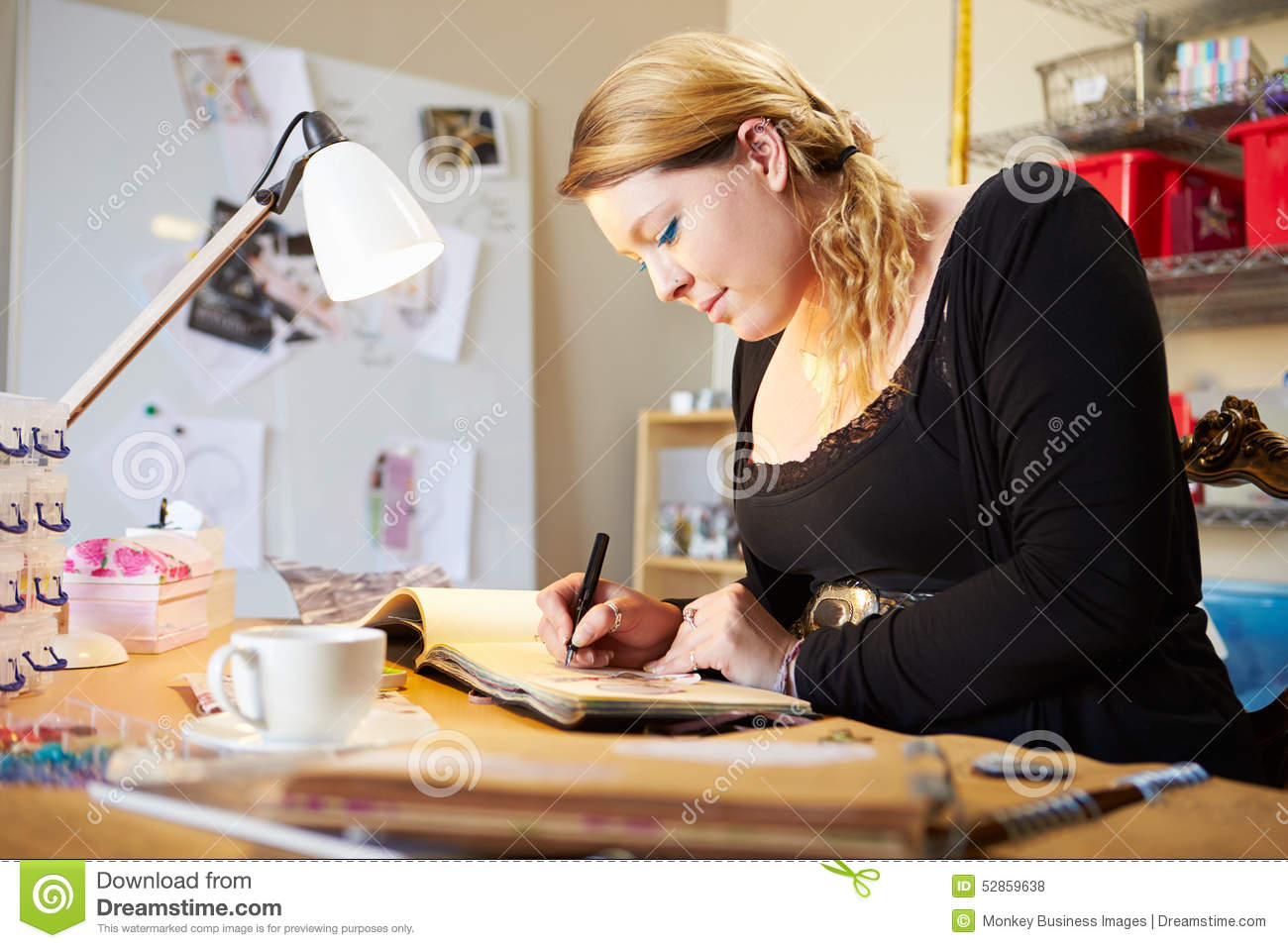Salon Scrapbooking Young Woman Scrapbooking At Home Stock Photo Image Of Making