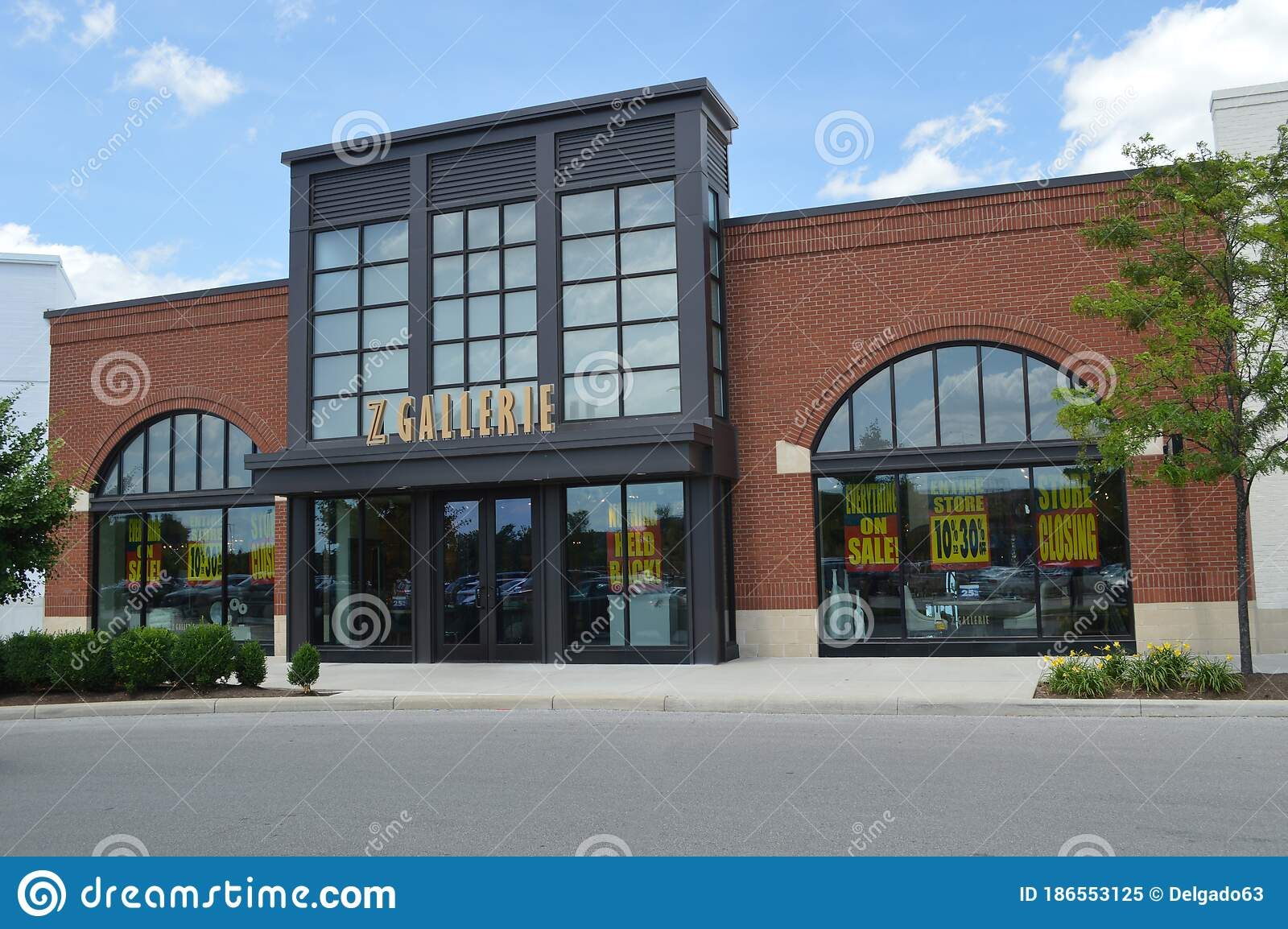 Z Gallerie Is A Contemporary Home Goods Retailer For Furniture Editorial Image Image Of Mall Brand 186553125