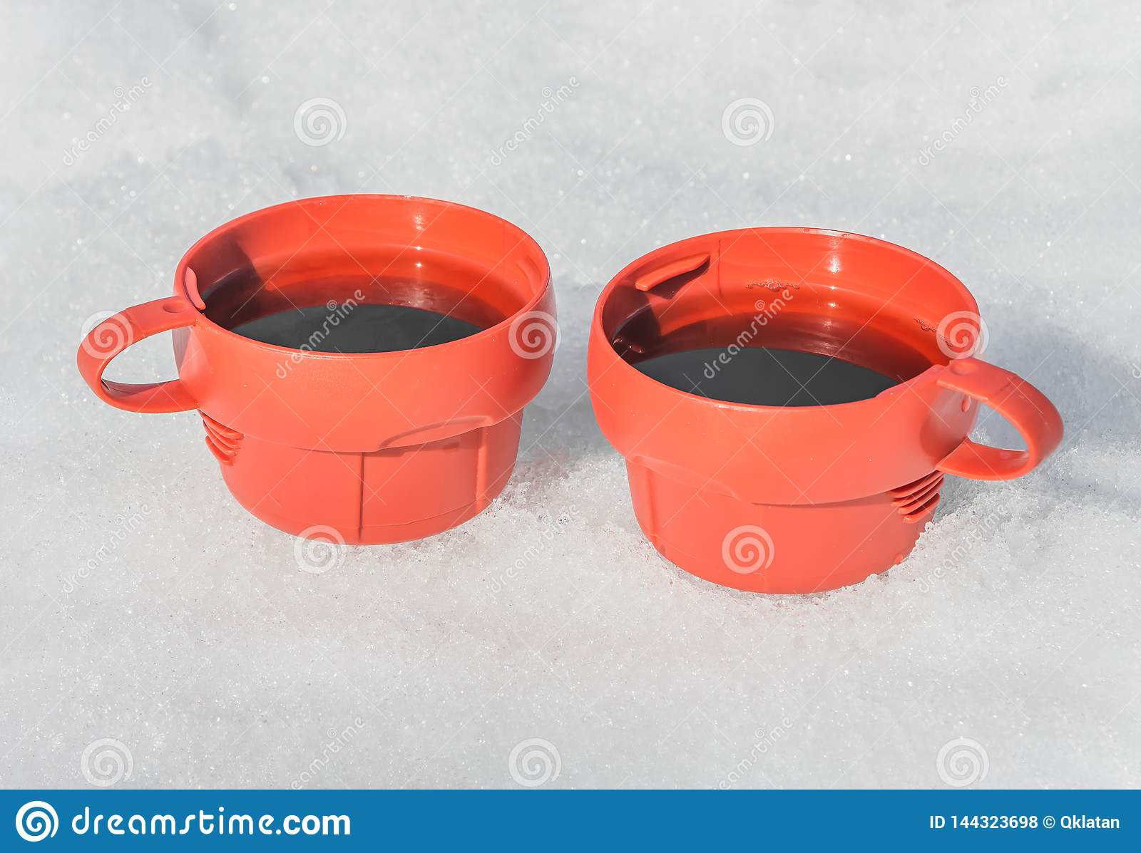 Rote Plastikbecher Winter Picknick Archivbilder Abgabe Des Download 5 267 Geben