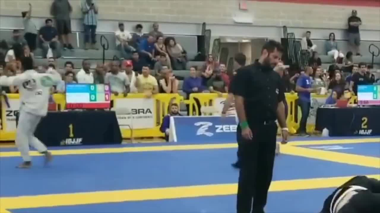 Arte Suave Tournament Gracie Barra Blackbelt Owner Assaults Student S Opponent After Student Loses