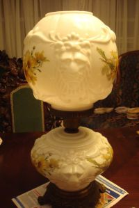 """Antique HEDCO """"Gone with the Wind"""" style Parlor Lamp white ..."""