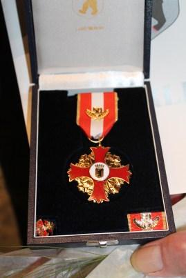 Das neue Katastrophenschutz-Ehrenzeichen für 50 Jahre Engagement. Foto: THW/Sascha Barnewske