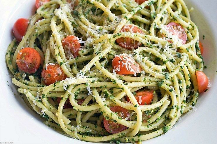 Spinach Bacon and Tomato Pasta is a simple, delicious dish you can ...