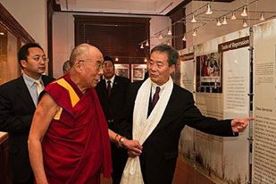 Harry Wu showing an exhibit to the Dalai Lama at the Laogai Museum, October 7, 2009