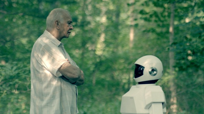 robot-and-frank-in-woods